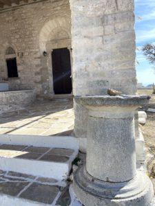 pozostałości starożytnej świątyni w Panagia